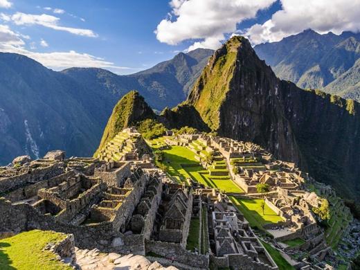 Tham quan ngôi thành cổ Machu Picchu ở Peru.