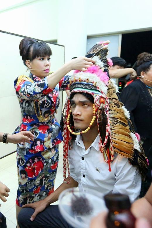 Việt Hương ân cần chăm sóc Mạc Văn Khoa - Tin sao Viet - Tin tuc sao Viet - Scandal sao Viet - Tin tuc cua Sao - Tin cua Sao