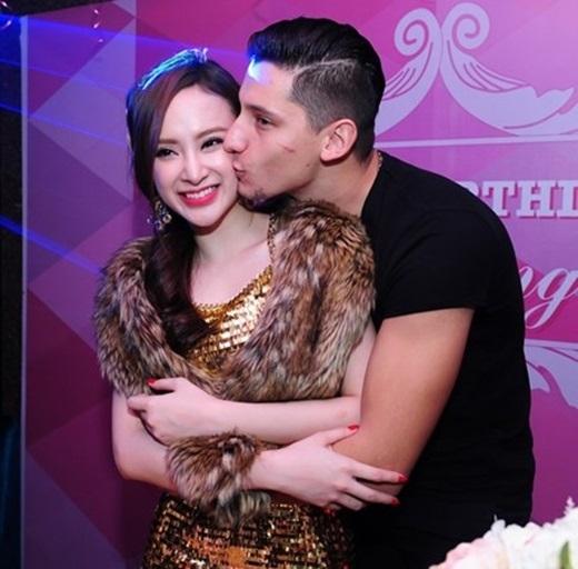 Angela Phương Trinh và bạn nhảy Kris thường xuyên có những cử chỉ thân mật giữa chốn đông người. - Tin sao Viet - Tin tuc sao Viet - Scandal sao Viet - Tin tuc cua Sao - Tin cua Sao