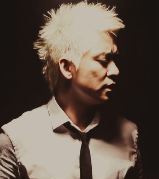 Thậm chí còn có thời gian Tuấn Hưng thử nghiệm mình với mái tóc bạc trắng trong một MV ca nhạc. - Tin sao Viet - Tin tuc sao Viet - Scandal sao Viet - Tin tuc cua Sao - Tin cua Sao