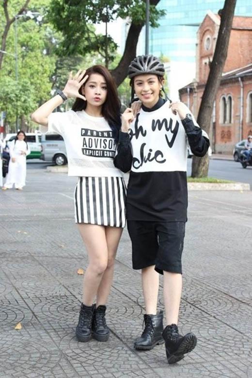Hotgirl Chi Pu kết hợp chân váy bút chì ngắn kẻ sọc cùng crop top năng động, trẻ trung.