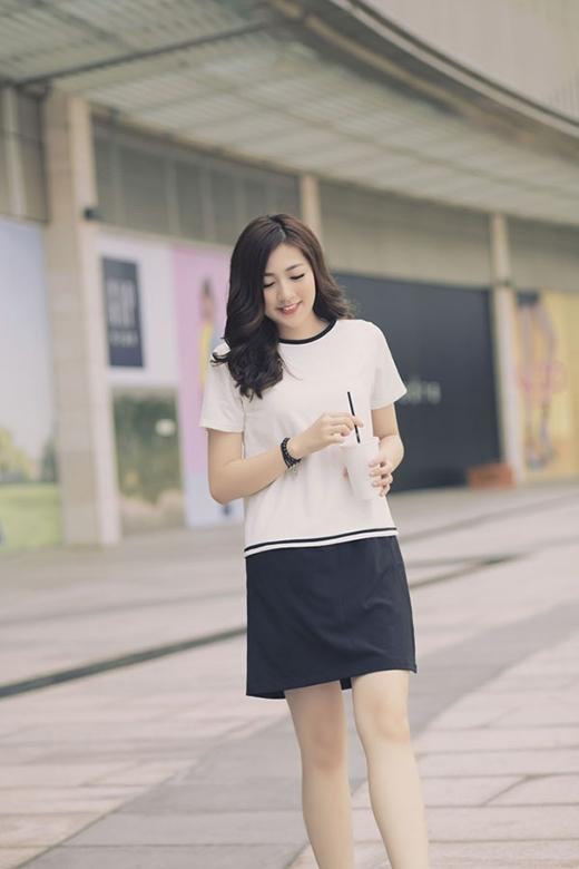 Hoặc kết hợp những chiếc áo oversized cùng quần short, legging. Và hãy nhớ chỉ nên lựa chọn những gam màu đơn sắc, trung tính hoặc những tone trầm ấm.
