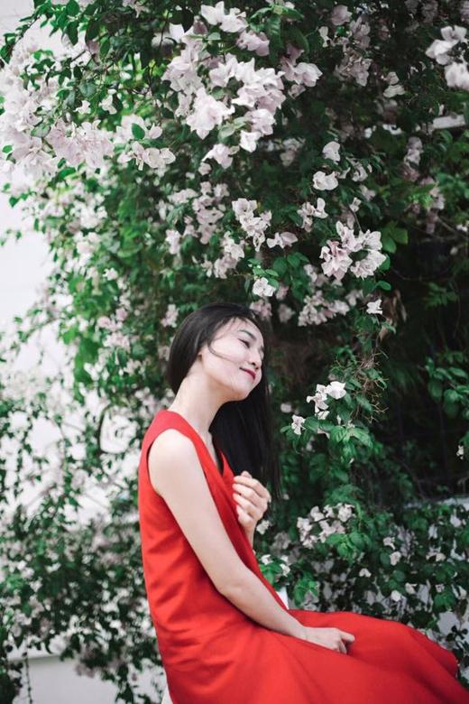 Cách đây vài tiếng, nữ diễn viên Ninh Dương Lan Ngọc đã chia sẻ hình ảnh dịu dàng, đằm thắm này của cô trên trang cá nhân với nội dung muốn được đi chơi. Có vẻ như lịch trình bận rộn trong suốt những ngày qua đã chiếm hết khoảng thời gian nghỉ ngơi quý giá của cô nàng.