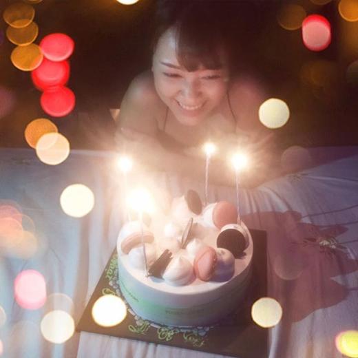 Mặc dù chưa tới sinh nhật mình, nhưng cô nàng Băng Di cũng đã được người bạn của mình là Trang Pháp tổ chức cho một buổi tiệc sinh nhật nho nhỏ nhưng rất ấm áp. Vì thời gian sắp tới đây, Trang Pháp phải đi nước ngoài nên cô nàng đã coi đây như một món quà để tặng người bạn yêu quýBăng Di.