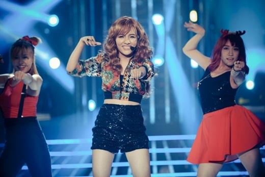 Nhật Thủy lột xác hoàn toàn khi hóa thân thành nhóm nhạc T-ara với những điệu nhảy sôi động, bốc lửa. - Tin sao Viet - Tin tuc sao Viet - Scandal sao Viet - Tin tuc cua Sao - Tin cua Sao