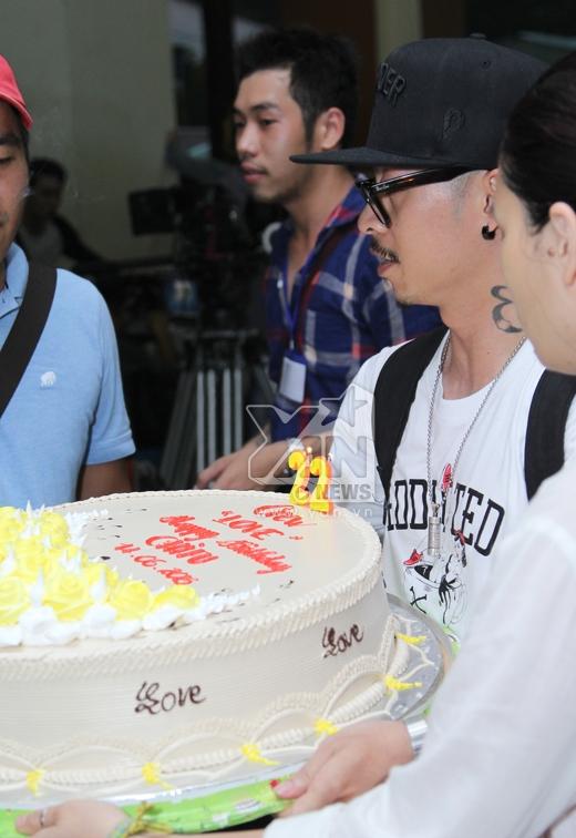 Gil Lê, Bê Trần hợp tác ức hiếp Chi Pu trong ngày sinh nhật - Tin sao Viet - Tin tuc sao Viet - Scandal sao Viet - Tin tuc cua Sao - Tin cua Sao