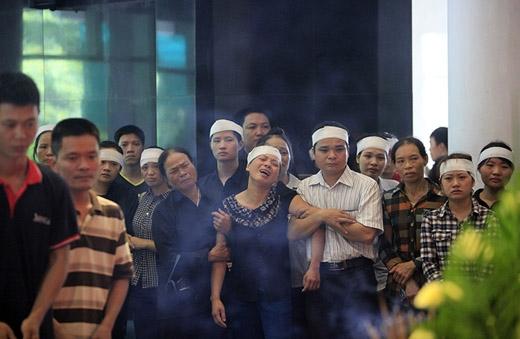 Đám tang đẫm nước mắt của 5 nạn nhân