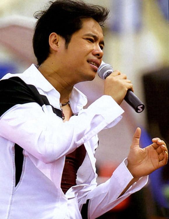 Ngọc Sơn tạm ngưng ca hát vì cha qua đời - Tin sao Viet - Tin tuc sao Viet - Scandal sao Viet - Tin tuc cua Sao - Tin cua Sao
