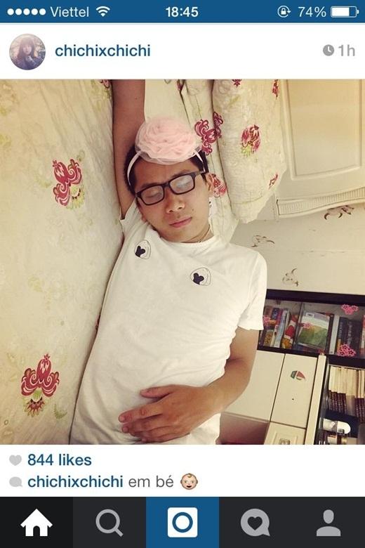 Cô gái chuyên trị nhạc cover Chuột Thổ Cẩm trang điểm cho bạn trai khi ngủ khiến cho không ít người phì cười vì độ dễ thương và đáng yêu của cặp đôi này.