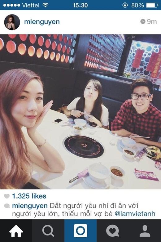 Mie Nguyễn và cô em thân thiết Phoanh Charmmie đã cùng nhau đi ăn với anh chàng hot vlog JV. Cô nàng Mie Nguyễn xinh đẹp còn không ngại ngần gọi Phoanh là người yêu nhí, còn JV là người yêu lớn.