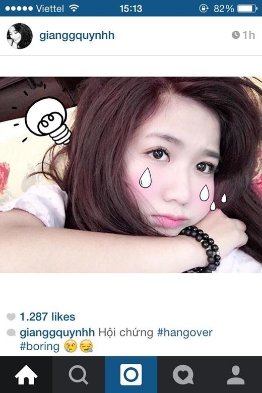 Hot girl Quỳnh Giang người yêu của anh chàng vlog HuyMe chia sẻ trên trang cá nhân trạng thái chán nản với khuôn mặt khá buồn rầu. Nhưng cô nàng vẫn nhận được rất nhiều lời khen bởi vẻ ngoài xinh xắn của mình.