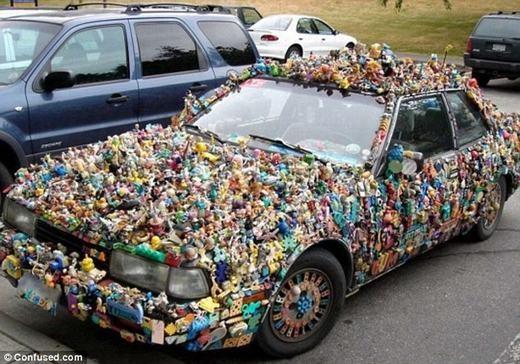 """Một chiếc xe phủ đầy đồ chơi trẻ em, liệu bạn có muốn ngồi lên và """"vi vu"""" dạo phố?"""