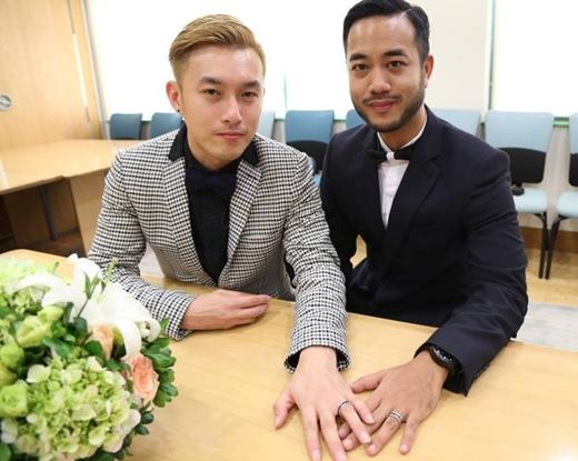 Dưới sự tổ chức của Đại sứ quán Anh, Yein Kai Yee và Sutpreedee Chinithigun là hai người đồng tính nam đầu tiên tại Việt Nam kết hôn. Thủ tướng Anh David Cameron từng phát biểu: Nếu tình yêu con người bị ngăn cách bởi luật pháp, đó chính là khi luật pháp cần được sửa đổi.