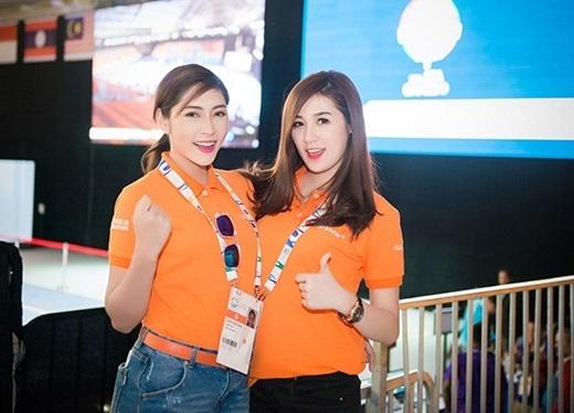 Các nghệ sĩ Việt hào hứng cổ vũ các vận động viên trên khán đài. - Tin sao Viet - Tin tuc sao Viet - Scandal sao Viet - Tin tuc cua Sao - Tin cua Sao