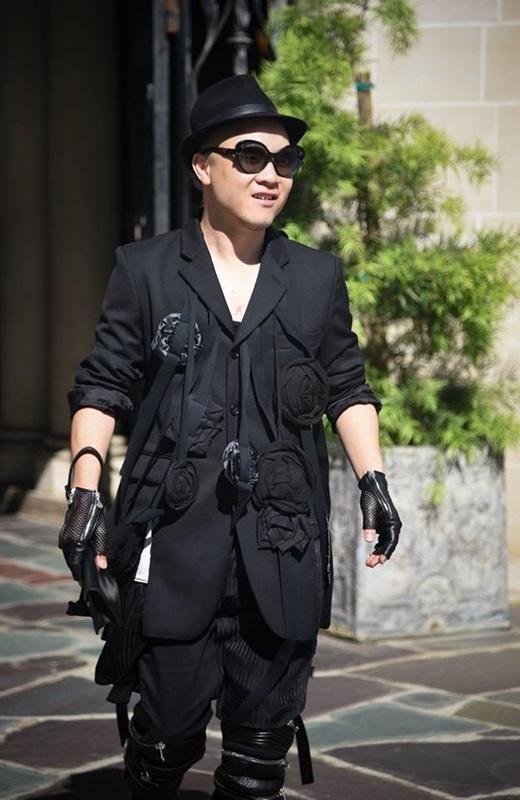 """""""Chủ nhân"""" của show diễn – nhà thiết kế tài năng Đỗ Mạnh Cường vô cùng cá tính trong bộ đồ đen tuyền. - Tin sao Viet - Tin tuc sao Viet - Scandal sao Viet - Tin tuc cua Sao - Tin cua Sao"""