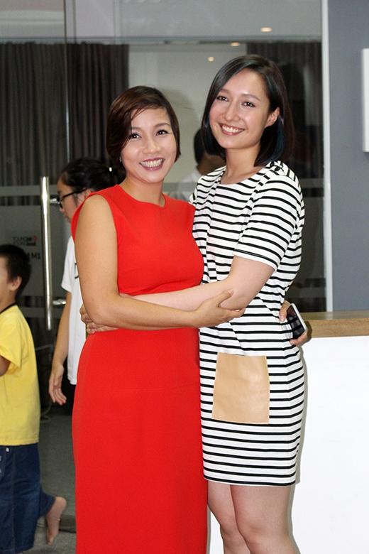 Anna Trương ra dáng thiếu nữ bên cạnh mẹ Mỹ Linh - Tin sao Viet - Tin tuc sao Viet - Scandal sao Viet - Tin tuc cua Sao - Tin cua Sao