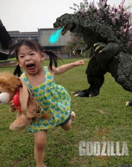 Godzilla vừa ngủ dậy trong vườn nhà