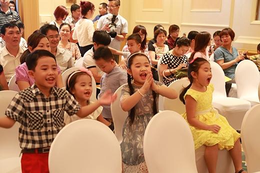 Các em bé phấn khích với Đồ Rê Mí 2015. - Tin sao Viet - Tin tuc sao Viet - Scandal sao Viet - Tin tuc cua Sao - Tin cua Sao