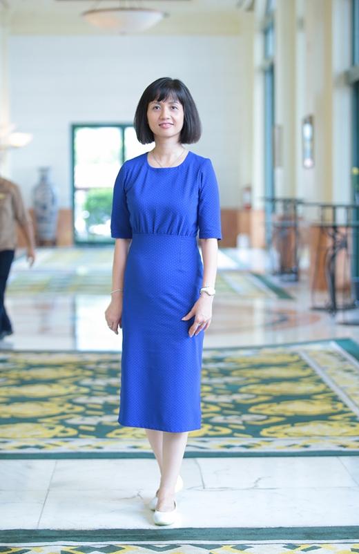 Diện bộ váy xanh giản dị và trang điểm nhẹ nhàng, Tùng Chi khiến nhiều người không nghĩ rằng cô đã ngoài 40 tuổi. - Tin sao Viet - Tin tuc sao Viet - Scandal sao Viet - Tin tuc cua Sao - Tin cua Sao