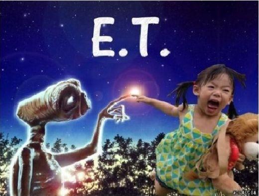 Em bé lại sắp theo bạn thân ngoài hành tinh ra ngoài vũ trụ chơi