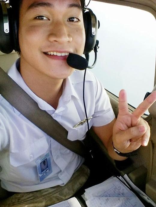 Chết mê với chàng 9x đẹp trai nỗ lực trở thành phi công