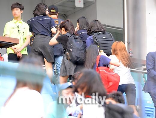 Baekhyun (EXO) xấu hổ vì fan làm loạn, thiếu ý thức