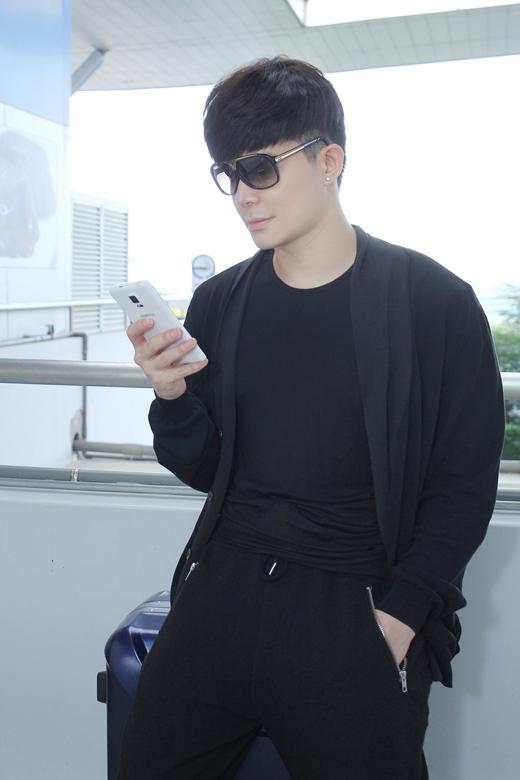 Phong cách thời trang của Nathan Lee đơn giản nhưng rất cuốn hút. - Tin sao Viet - Tin tuc sao Viet - Scandal sao Viet - Tin tuc cua Sao - Tin cua Sao