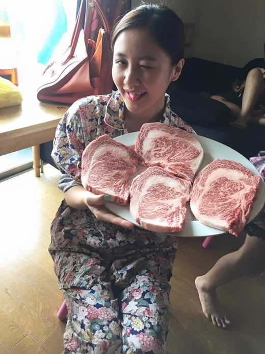 Văn Mai Hương hào hứng với món bò Kobe nổi tiếng của Nhật Bản. - Tin sao Viet - Tin tuc sao Viet - Scandal sao Viet - Tin tuc cua Sao - Tin cua Sao