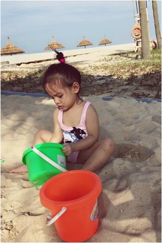 Con gái Phạm Quỳnh Anh càng lớn càng giống mẹ như đúc - Tin sao Viet - Tin tuc sao Viet - Scandal sao Viet - Tin tuc cua Sao - Tin cua Sao