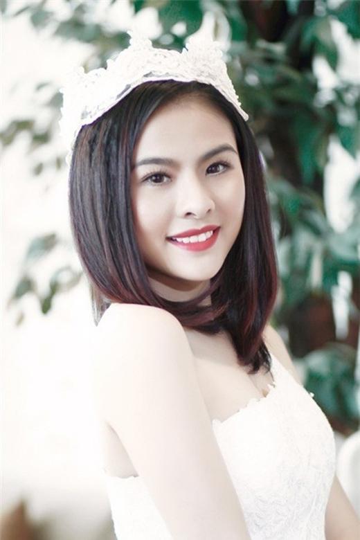 Vân Trang từng gây ấn tượng với người hâm mộ qua nhiều bộ phim điện ảnh như Thiên mệnh anh hùng, Scandal, Cô dâu đại chiến… Cô cũng là gương mặt thân quen với khán giả màn ảnh nhỏ và từng giành giải Mai Vàng năm 2010 cho Nữ diễn viên phim truyền hình được yêu thích nhất. Cô là ứng viên 9X sáng giá nhất cho danh hiệu ngọc nữ thay thế Tăng Thanh Hà. Về ngoại hình, Vân Trang được nhận xét sở hữu một khuôn mặt ưa nhìn với hàng lông mày rậm, nụ cười rạng rỡ.   Vân Trang. - Tin sao Viet - Tin tuc sao Viet - Scandal sao Viet - Tin tuc cua Sao - Tin cua Sao