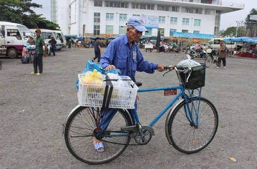 | Nhiều bác đã ngoài 70 tuổi nhưng vẫn làm nghề đạp xe thồ mưu sinh