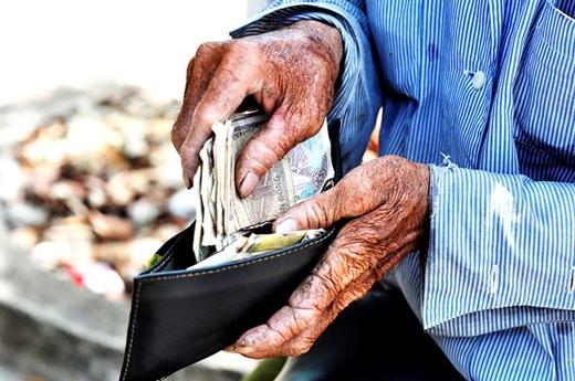 Dù công việc nặng nhọc nhưng thu nhập của các bác thì rất ít