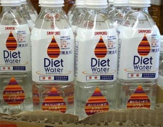 Nước suối dành cho người ăn kiêng. Thành phần chính của nó vẫn là… nước suối.