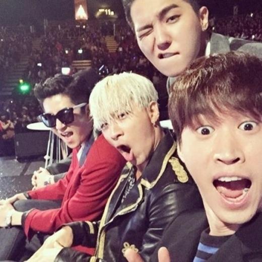 Taeyang và Tablo nhí nhố hết mức trong ảnh tự sướng.