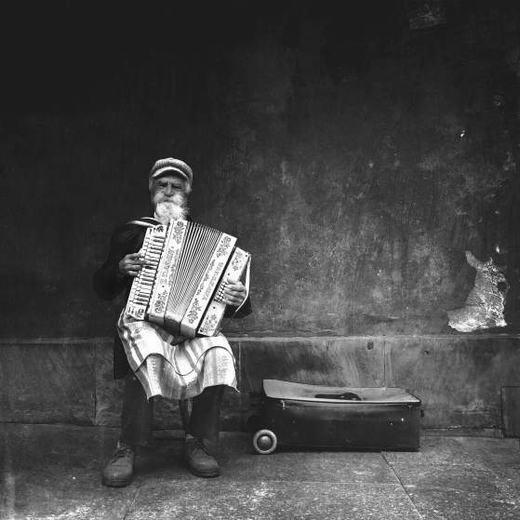 """Bức ảnh đạt giải nhất của tác giả Koralewski với tên gọi """"Âm thanh phố cổ""""."""