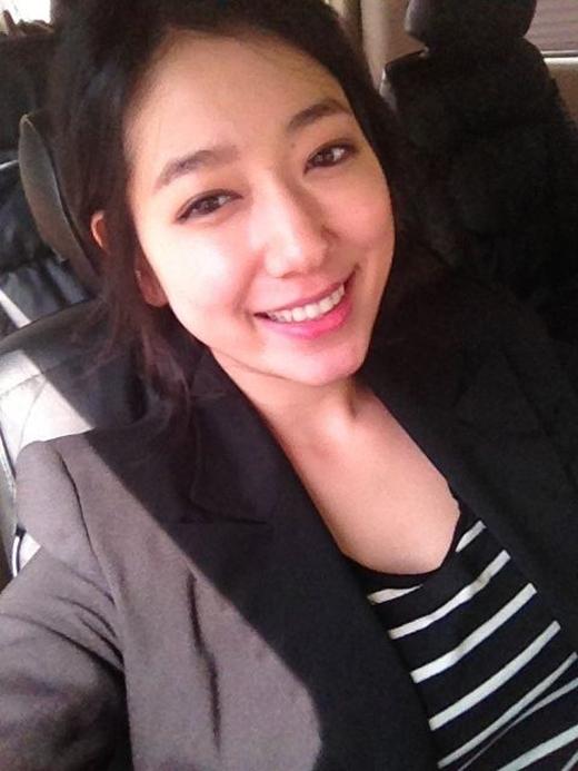 Trước đây, Park Shin Hye từng nói rằng cô không thích chiếc mũi to của mình và muốn thay đổi chúng. Tuy nhiên, cuối cùng, cô cũng quyết định không làm gì để và khẳng định: Đây chính là đặc điểm của riêng tôi và không việc gì phải thay đổi chúng.