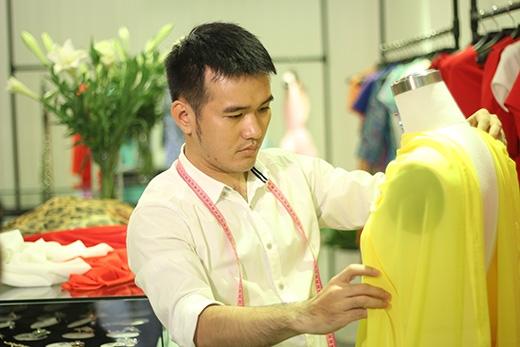 Gây ấn tượng trong làng thời trang Việt bởi những thiết kế đơn giản nhưng ẩn sâu sức quyến rũ không cưỡng lại cho người mặc, nhà thiết kế Lê Thanh Hòa đã đồng hành cùng Một Ngày Mới, mang đến cho Phương bộ trang phục thích hợp với dáng người của cô.