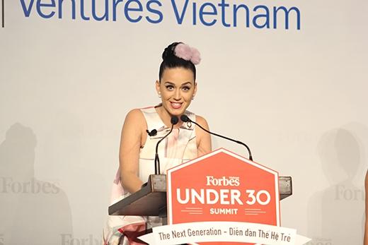 Katy Perry và 6 tiếng đồng hồ tại Việt Nam