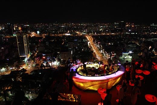 ...tại các địa điểm đẹp nhất Sài Gòn khiến ai cũng trầm trồ thích thú.