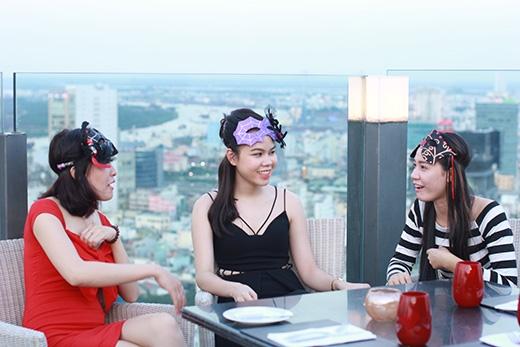 Bên cạnh đó những chiêu trò thử thách trong chương trình từ VJ Thùy Minh đưa ra cho chàng trai trong tim cô gái tham gia chương trình
