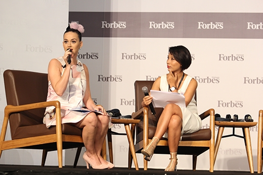 Katy Perry cảm động vì người đàn ông đơn thân xin sữa mẹ nuôi con