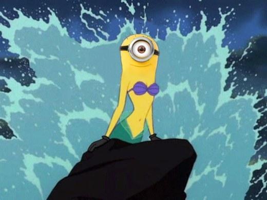Dù có bị sóng đánh nhưngMiniontiên cá vẫn rất tự tin với mái tóc lưa thưa của mình.