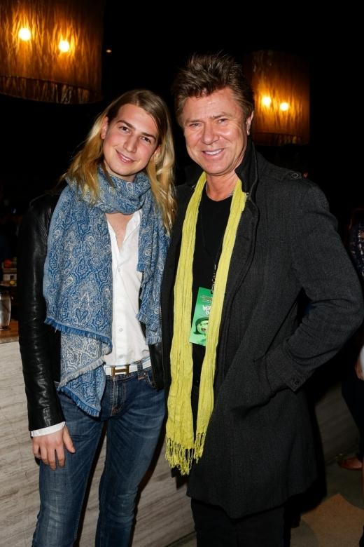 Richard Wikens và con trai Christian.