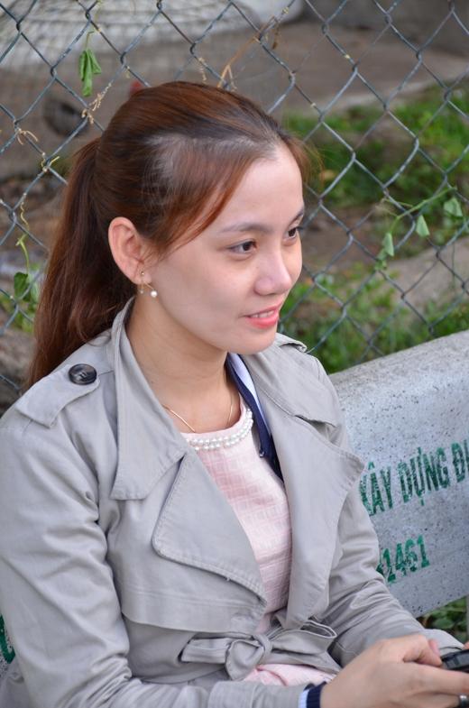 Vợ nhạc sĩ Nguyễn Văn Chungkhông ngại nắng vẫn ra cổ vũ chồng đá bóng. - Tin sao Viet - Tin tuc sao Viet - Scandal sao Viet - Tin tuc cua Sao - Tin cua Sao