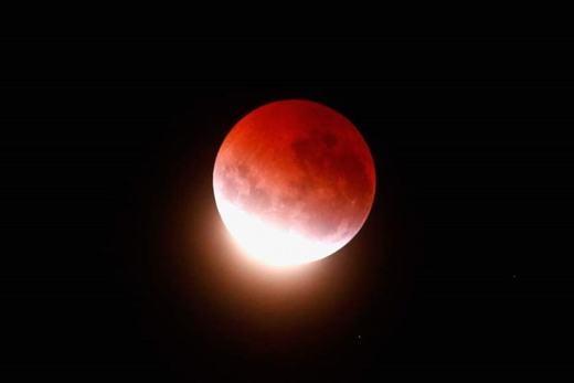 """""""Trăng máu"""" tháng 9 sẽ là ngày tận thế của loài người?"""