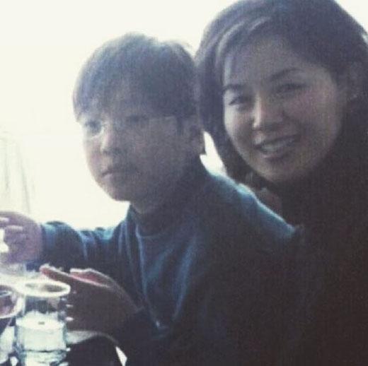 Yonghwa khoe ảnh ấu thơ cùng mẹ và tự nhận mình mập mạp.