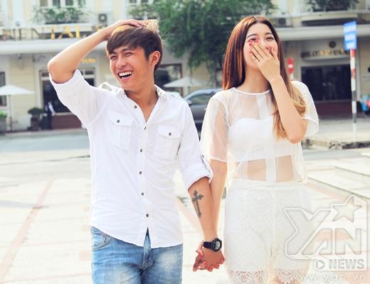 Cặp đôi vô tư nói cười, đùa giỡn nhắng nhít bên nhau.