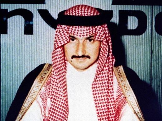 Năm 1991, Alwaleed đã có quyết định mạo hiểm là đầu tư vào tập đoàn Citicorp. Ông thành công bất ngờ khi mang về 800 triệu USD. Lúc đó, ông ở tuổi 36. Tính đến 2005, khối tài sản này đã là 10 tỉ USD.