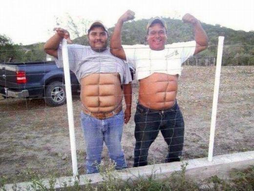 """Cách này cũng có được cơ bụng """"6 múi"""" nè! Chỉ cần áp bụng vào hàng rào là được!"""