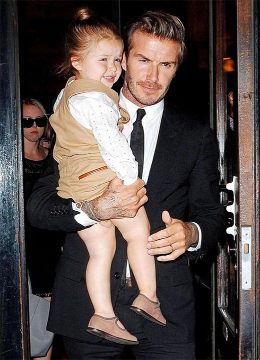 Mê mẩn loạt đồ hiệu cực đáng yêu của Harper Beckham được bán làm từ thiện